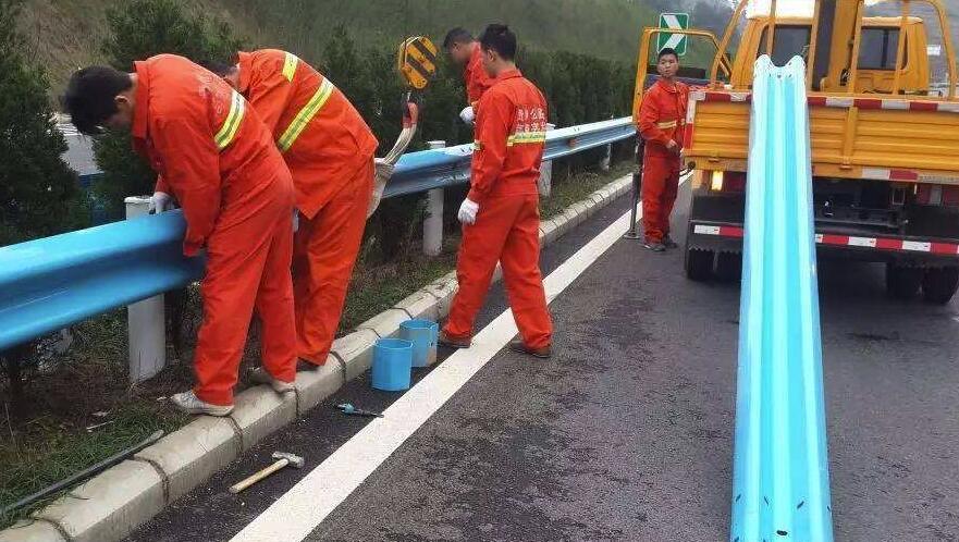 高速公路护栏板养护